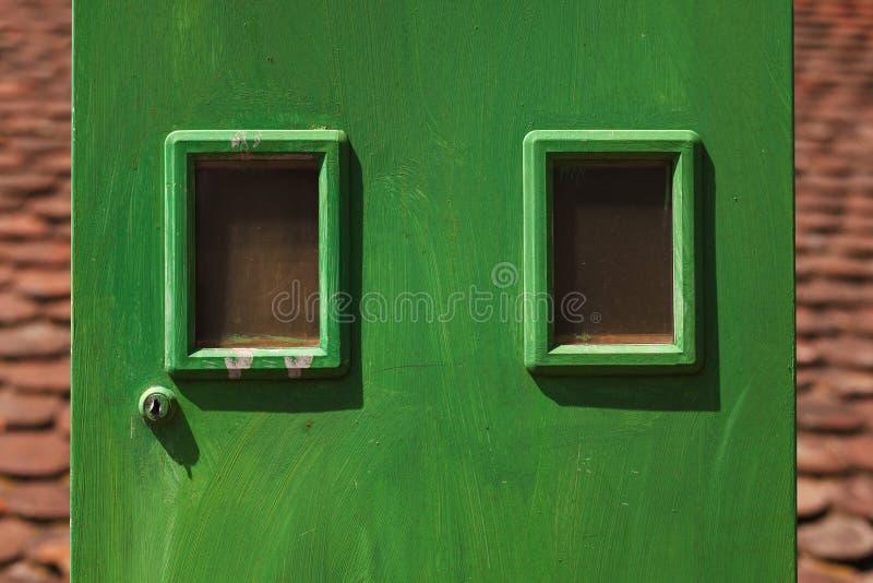 Πράσινο κιβώτιο για τους μετρητές ηλεκτρικής ενέργειας στοκ φωτογραφία με δικαίωμα ελεύθερης χρήσης