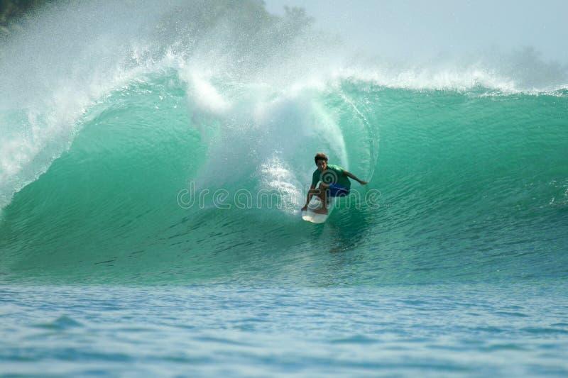 πράσινο κύμα mentawai νησιών της Ινδ στοκ φωτογραφίες