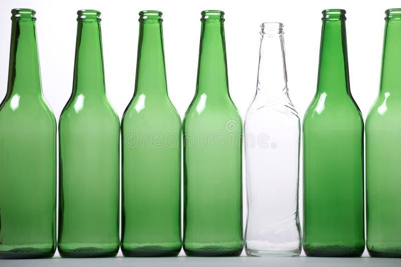 πράσινο λευκό μπουκαλιώ&nu στοκ εικόνες