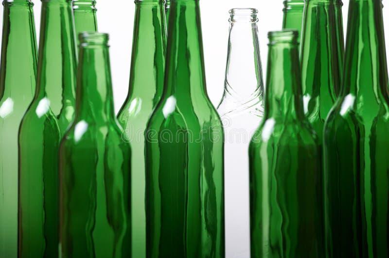 πράσινο λευκό μπουκαλιώ&nu στοκ φωτογραφία με δικαίωμα ελεύθερης χρήσης