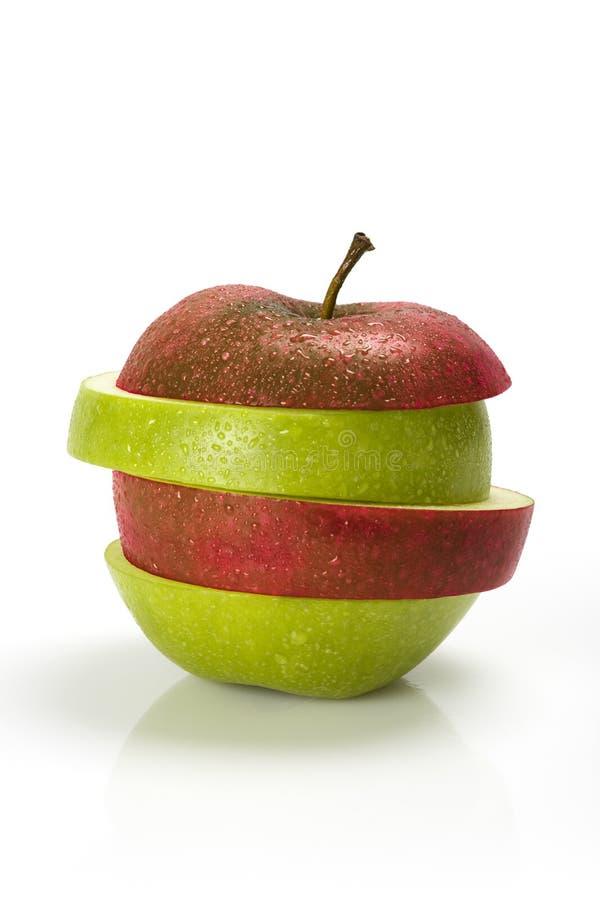 πράσινο μήλου κόκκινες φέτες στοκ φωτογραφία με δικαίωμα ελεύθερης χρήσης