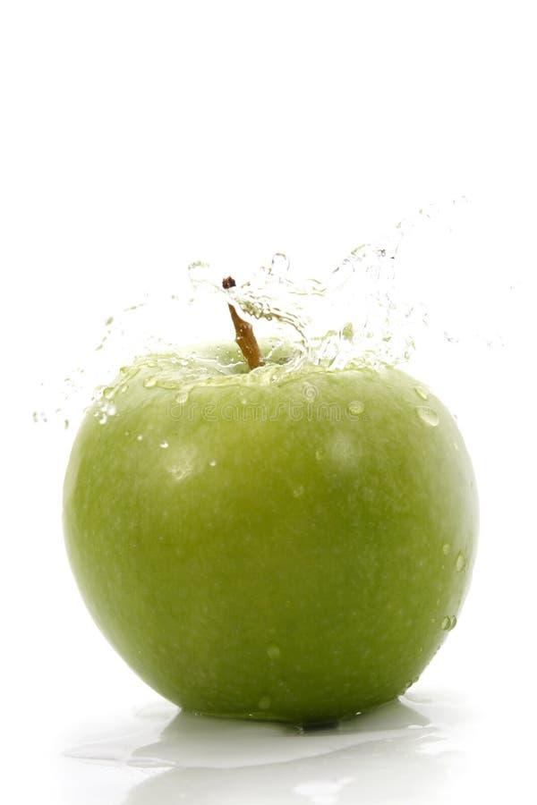 πράσινο μήλου waterdrops στοκ φωτογραφία με δικαίωμα ελεύθερης χρήσης