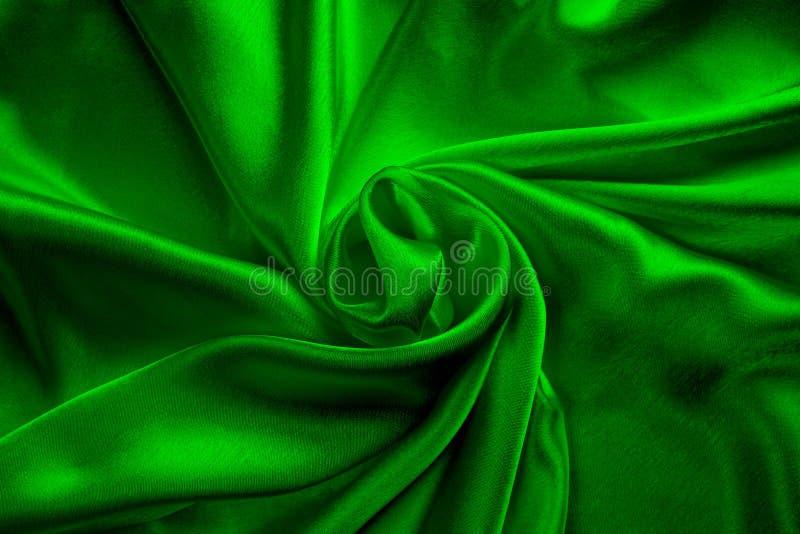 Πράσινο μεταξωτό λεπτό ύφασμα, στριμμένο και διπλωμένο στο συρτάρι στοκ εικόνα με δικαίωμα ελεύθερης χρήσης