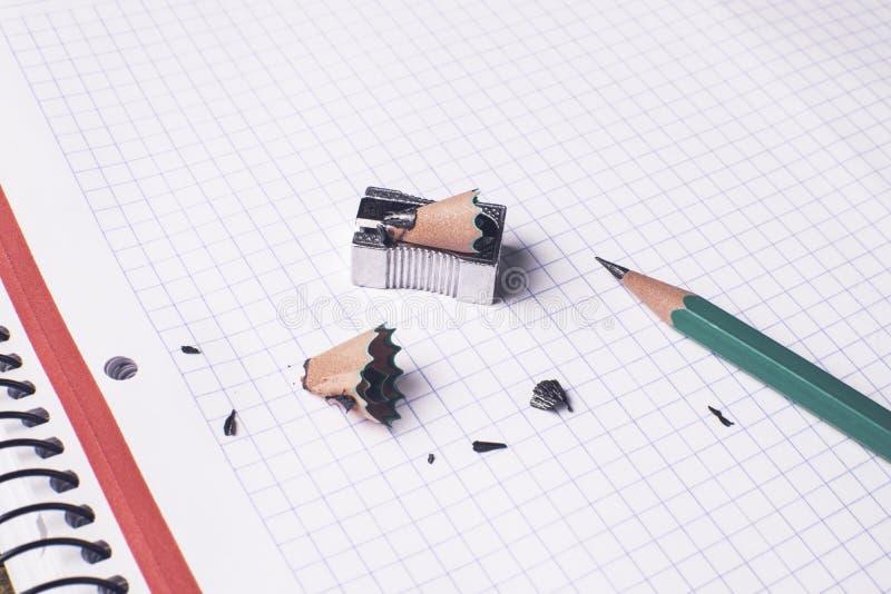 Πράσινο μολύβι, χρόνος έννοιας να είναι δημιουργικός στοκ εικόνες με δικαίωμα ελεύθερης χρήσης