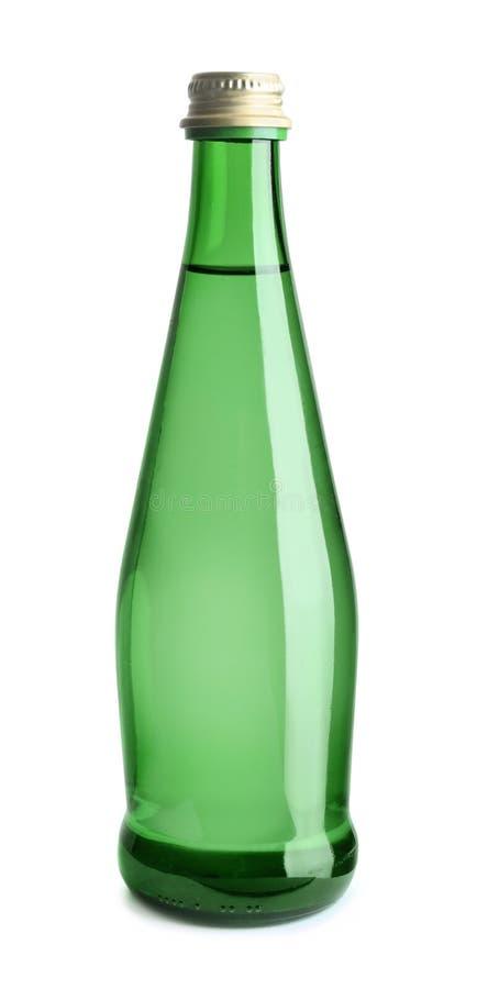 Πράσινο μπουκάλι γυαλιού με το νερό στοκ φωτογραφίες με δικαίωμα ελεύθερης χρήσης