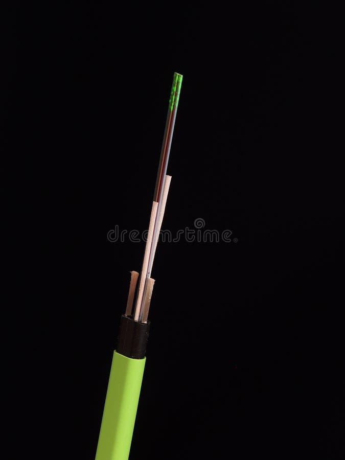 Πράσινο νάυλον ντυμένο καλώδιο οπτικών ινών αναμμένο από το πράσινο λέιζερ ligh στοκ φωτογραφίες