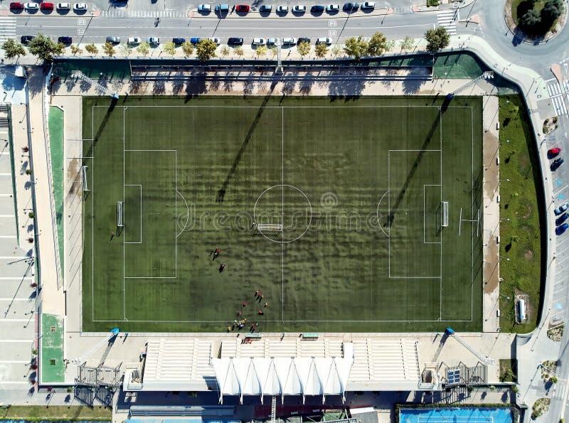 Πράσινο ποδόσφαιρο αεροφωτογραφίας και regby πανοραμική άποψη τομέων άμεσα άνωθεν στοκ εικόνα με δικαίωμα ελεύθερης χρήσης