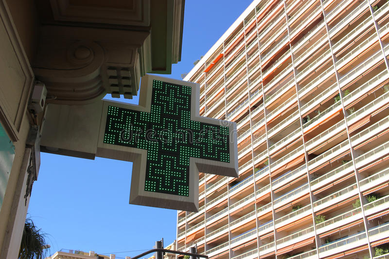 Πράσινο σημάδι του σταυρού φαρμακείων στοκ φωτογραφίες με δικαίωμα ελεύθερης χρήσης