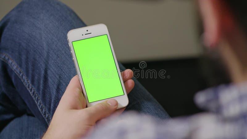Πράσινο τηλεφωνικό άτομο οθόνης στοκ φωτογραφίες με δικαίωμα ελεύθερης χρήσης