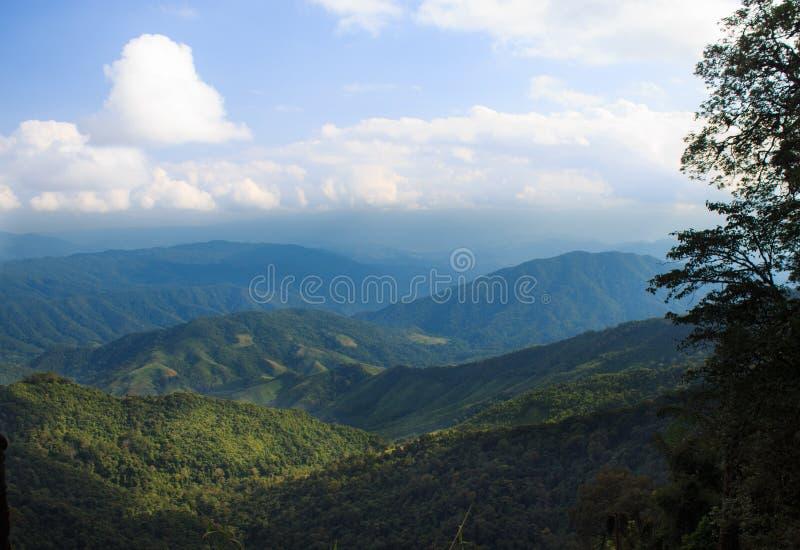 Πράσινο τοπίο λόφων και βουνών στοκ εικόνα με δικαίωμα ελεύθερης χρήσης