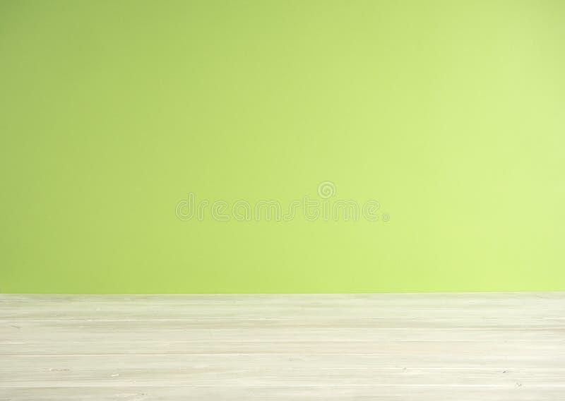 Πράσινο υπόβαθρο θαμπάδων με το ξύλινο πάτωμα στοκ εικόνες