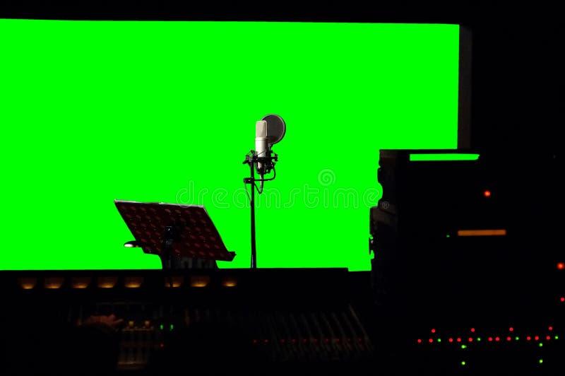 Πράσινο υπόβαθρο οθόνης στο στούντιο καταγραφής στοκ φωτογραφία