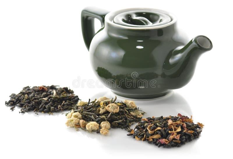 πράσινο χαλαρό τσάι στοκ εικόνες