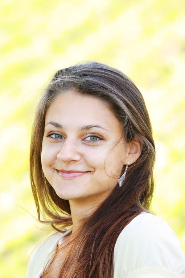 πράσινο χαμόγελο κοριτσ&io στοκ φωτογραφίες