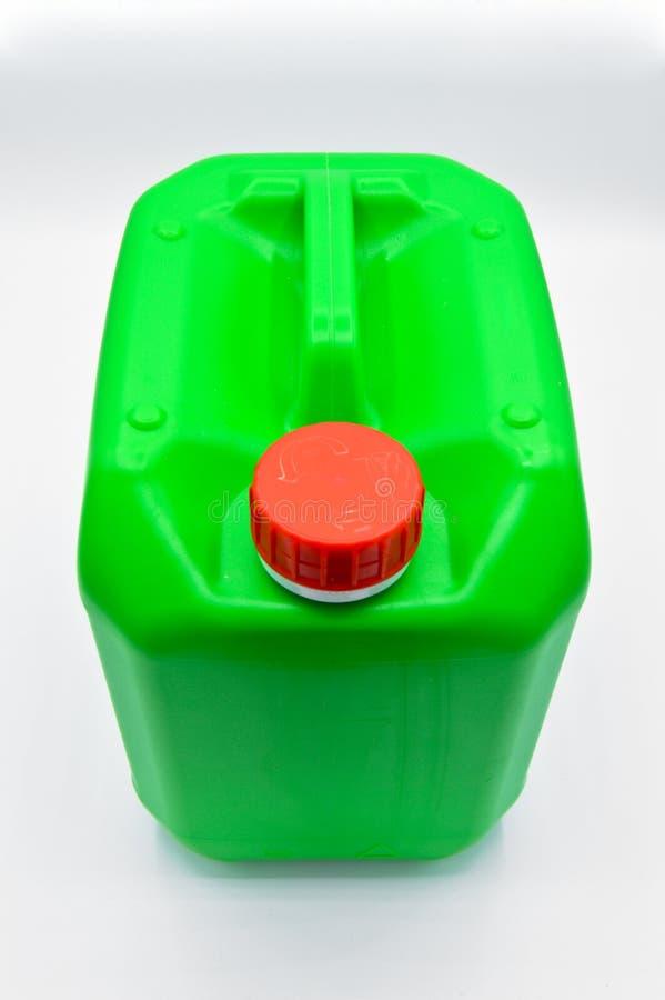 Πράσινο χρωματισμένο πλαστικό καθαριστικό μπουκάλι Καλλυντικό, εμπορευματοκιβώτιο Μπουκάλια, βρώμικα στοκ φωτογραφία