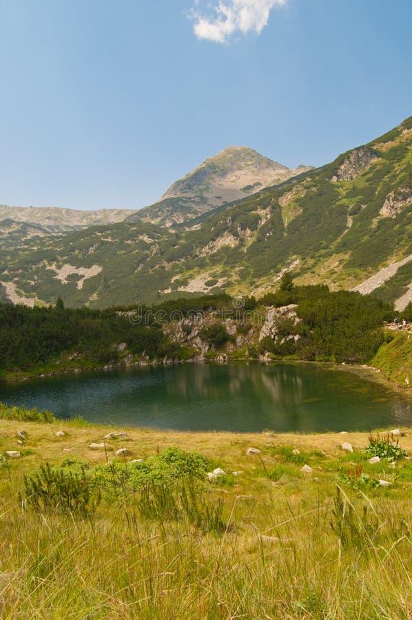 πράσινο pirin βουνών λιμνών στοκ φωτογραφία με δικαίωμα ελεύθερης χρήσης