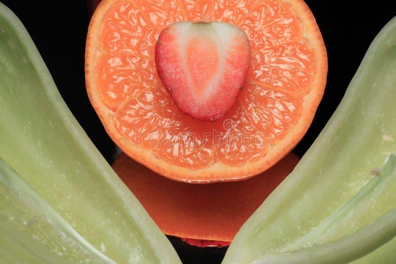 Download πράσινο Tangerine πιπεριών ζωής ακόμ& Στοκ Εικόνα - εικόνα από διχοτομημένος, εσπεριδοειδή: 13182279