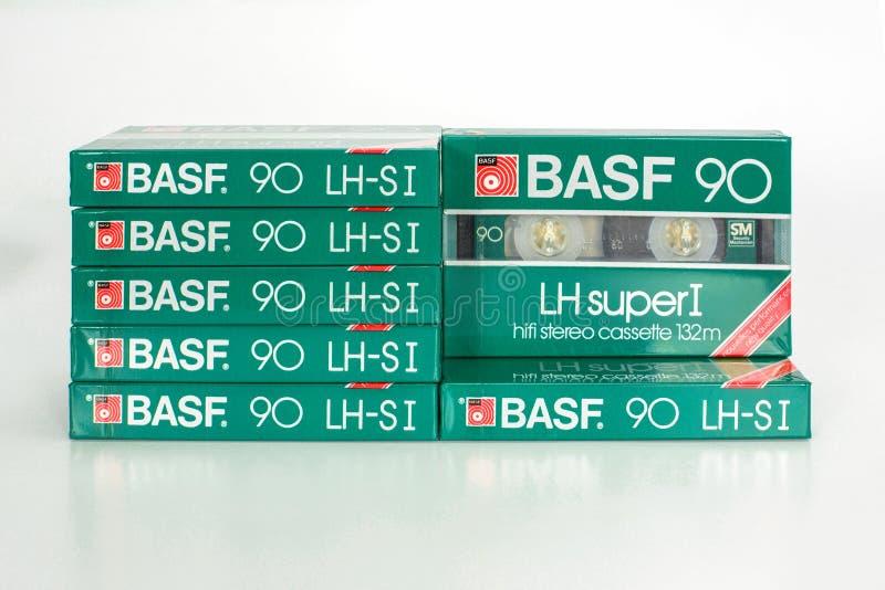 ΠΡΑΓΑ, ΔΗΜΟΚΡΑΤΊΑ ΤΗΣ ΤΣΕΧΊΑΣ - 1 ΜΑΐΟΥ 2019: Απόθεμα των σφραγισμένων ακουστικών συμπαγών κασετών BASF LH έξοχο Ι 90 Ακουστική κ στοκ φωτογραφία με δικαίωμα ελεύθερης χρήσης