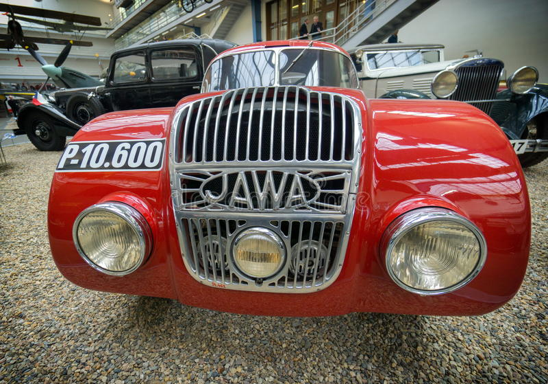 ΠΡΑΓΑ, ΔΗΜΟΚΡΑΤΊΑ ΤΗΣ ΤΣΕΧΊΑΣ - ΤΟ ΜΆΙΟ ΤΟΥ 2017: Αυτοκίνητο Ιάβα 750 έτος του 1934, στο εθνικό τεχνικό μουσείο στην Πράγα, τσεχι στοκ εικόνες
