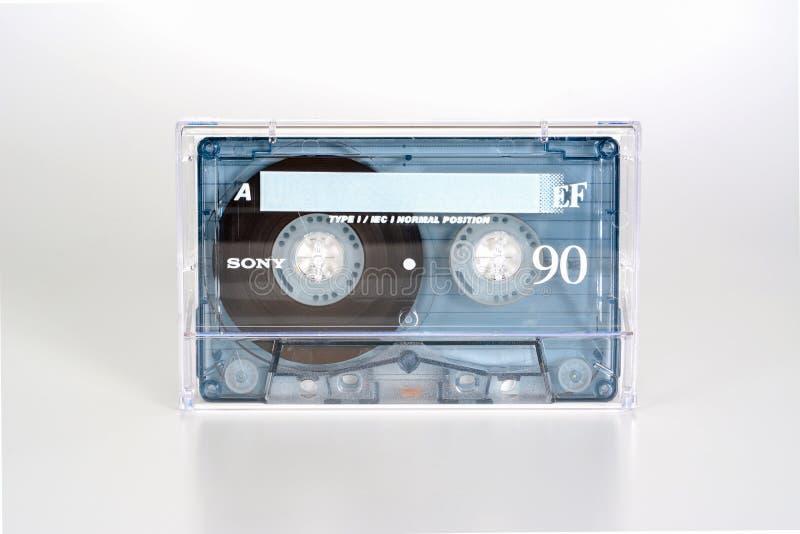 ΠΡΑΓΑ, ΔΗΜΟΚΡΑΤΊΑ ΤΗΣ ΤΣΕΧΊΑΣ - 20 ΦΕΒΡΟΥΑΡΊΟΥ 2019: Ακουστική συμπαγής κασέτα Sony EF 90 κανονική θέση, στο πλαστικό κιβώτιο Ακο στοκ εικόνα