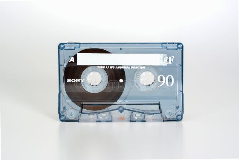 ΠΡΑΓΑ, ΔΗΜΟΚΡΑΤΊΑ ΤΗΣ ΤΣΕΧΊΑΣ - 20 ΦΕΒΡΟΥΑΡΊΟΥ 2019: Ακουστική συμπαγής κασέτα Sony EF 90 κανονική θέση Ακουστική κασέτα σε ένα λ στοκ φωτογραφία