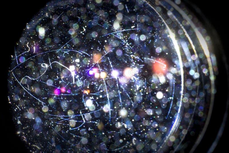 Πραγματικές μόρια σκόνης και γρατσουνιές στους φακούς, με ένα πίσω φως και bokeh μια επίδραση στοκ εικόνα με δικαίωμα ελεύθερης χρήσης