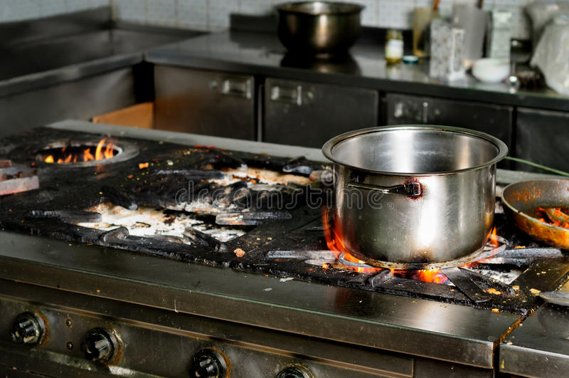 Πραγματική βρώμικη κουζίνα εστιατορίων στοκ φωτογραφίες