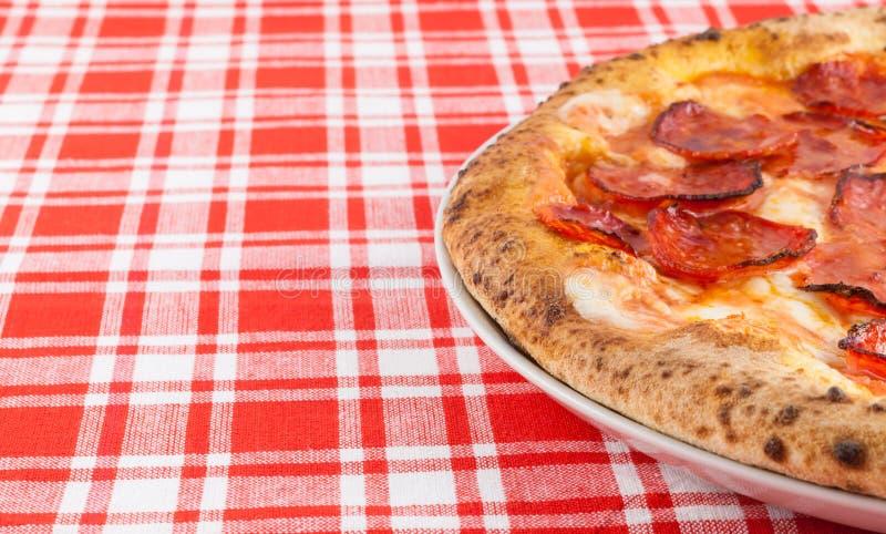 Πραγματική ιταλική πίτσα Diavola στοκ εικόνα με δικαίωμα ελεύθερης χρήσης