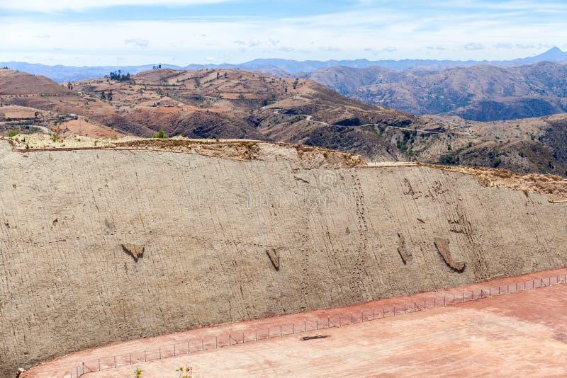 Πραγματικό ίχνος δεινοσαύρων που αποτυπώνεται στο βράχο Πλάγια όψη Πάρκο Nacional σε sucre, Βολιβία στοκ εικόνες με δικαίωμα ελεύθερης χρήσης