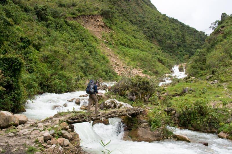 Πραγματοποιώντας οδοιπορικό στα βουνά, Περού, Νότια Αμερική στοκ φωτογραφίες