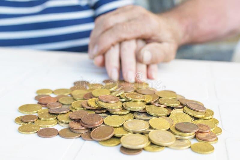 πρεσβύτεροι και αποταμίευση, pensione και πόροι χρηματοδότησης στοκ εικόνα με δικαίωμα ελεύθερης χρήσης
