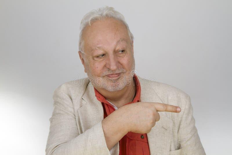 Πρεσβύτερος που δείχνει με το δάχτυλο στοκ εικόνα με δικαίωμα ελεύθερης χρήσης