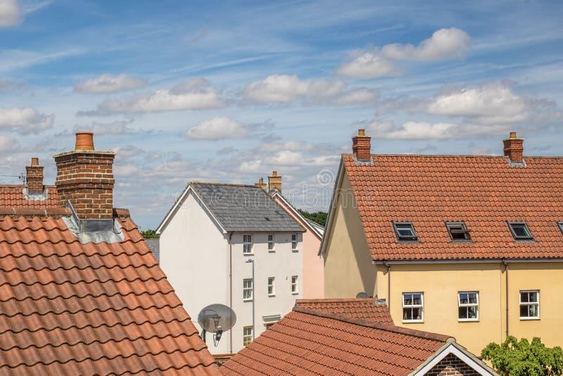 προάστια Τοπ άποψη στεγών της κατοικημένης προαστιακής κατοικήσιμης περιοχής στοκ φωτογραφία με δικαίωμα ελεύθερης χρήσης