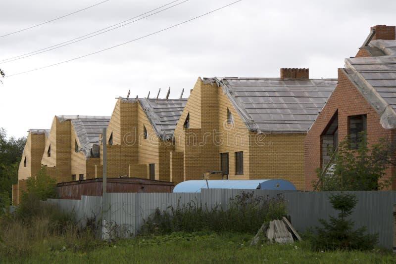 Προαστιακά σπίτια νέας ανάπτυξης σπιτιών προαστίων στοκ εικόνα