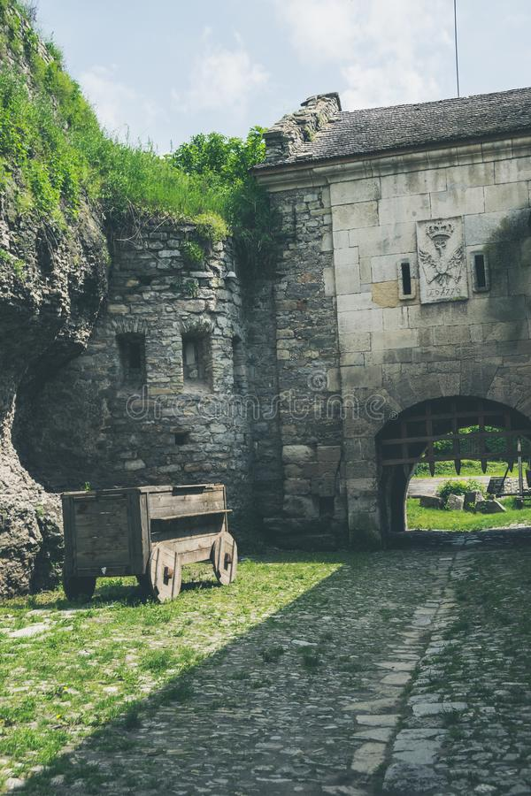 Προαύλιο ενός μεσαιωνικού κάστρου στην Ουκρανία στοκ εικόνες