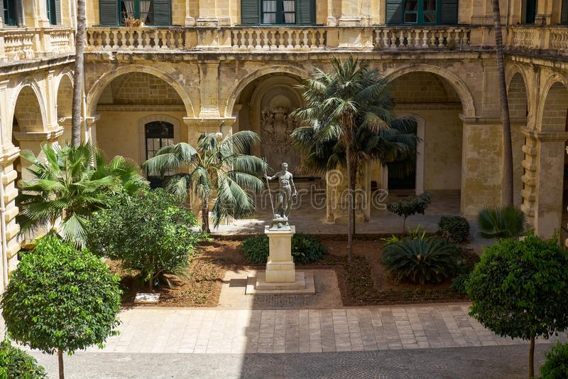 Προαύλιο Ποσειδώνα στο παλάτι Grandmaster ` s valletta Μάλτα στοκ φωτογραφία με δικαίωμα ελεύθερης χρήσης