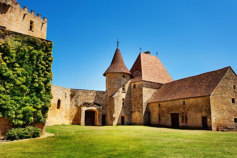 Προαύλιο Chateau de Biron στη Γαλλία, Ευρώπη στοκ φωτογραφία