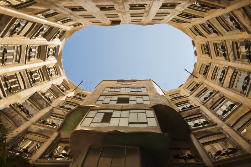 Προαύλιο Λα Pedrera, Βαρκελώνη - αρχιτεκτονική από το Antoni Gaudi στοκ φωτογραφία