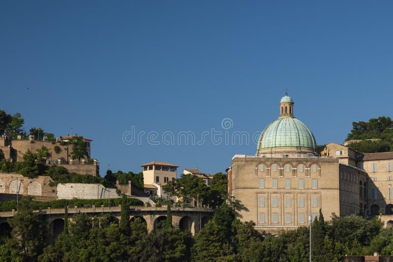 Προβολή των SS Εκκλησία της Πελεγρίνης ε Τερέζα στοκ εικόνες