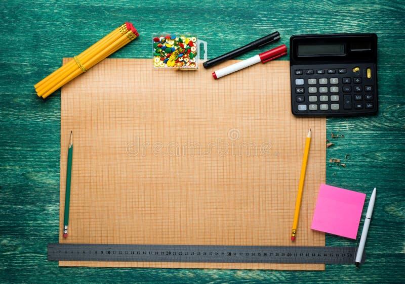Προβολή με το μολύβι στα μεγάλα αστικά σχέδια στοκ φωτογραφία