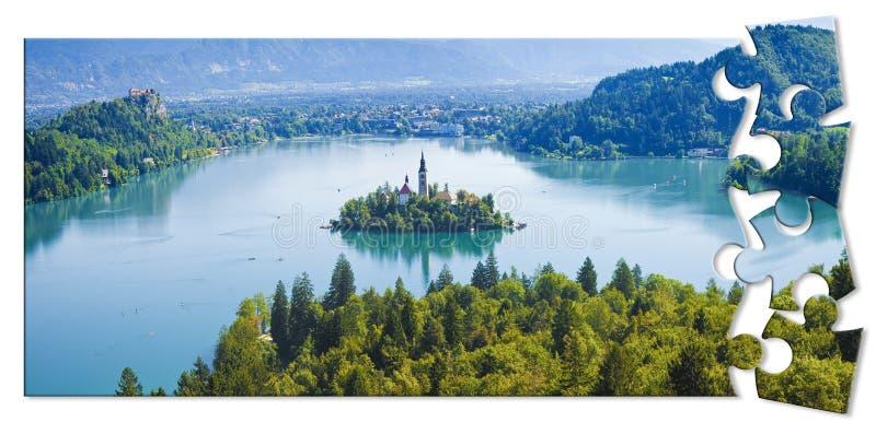 Προγραμματίζοντας ένα ταξίδι στην αιμορραγημένη λίμνη, η διασημότερη λίμνη στη Σλοβενία με το νησί της εκκλησίας Ευρώπη - τη Σλοβ απεικόνιση αποθεμάτων