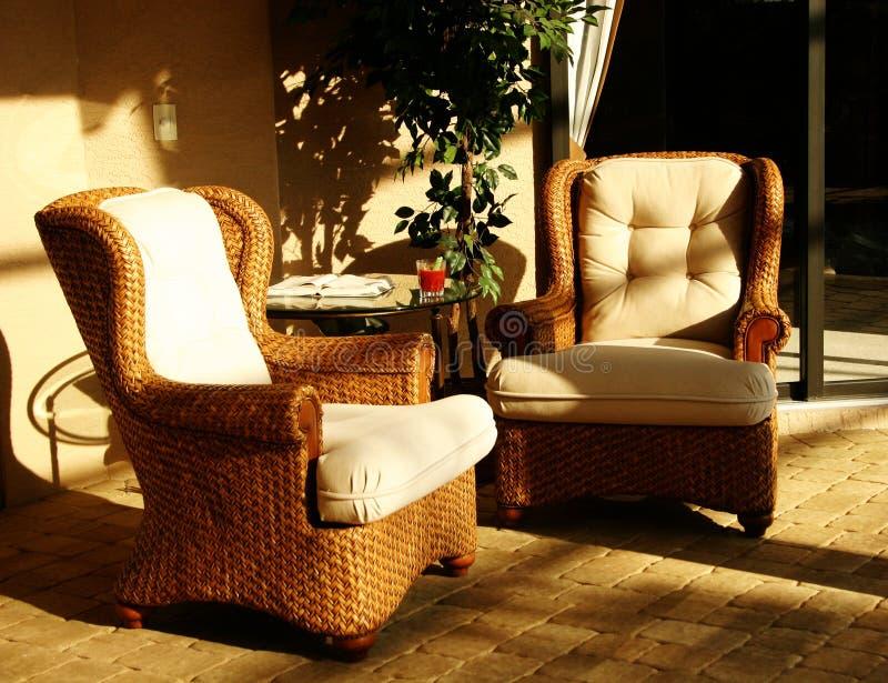 προεδρεύει της lounging ηλιοφά&nu στοκ εικόνα με δικαίωμα ελεύθερης χρήσης