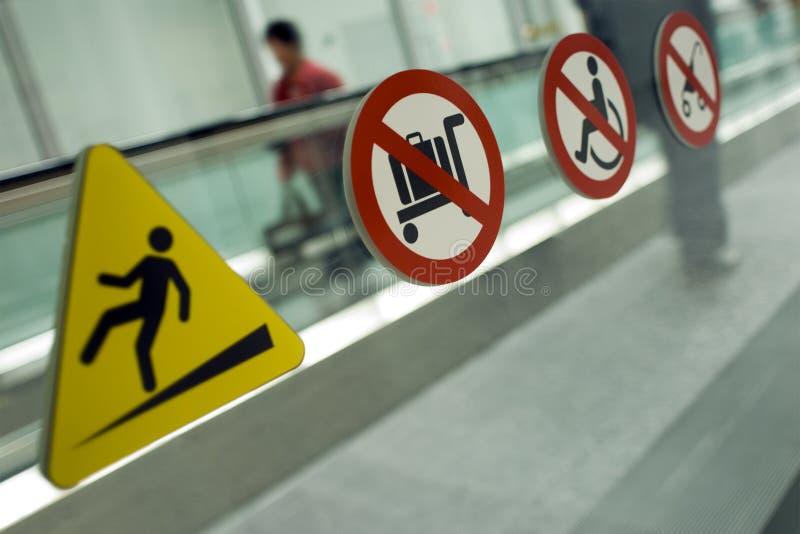 προειδοποίηση διάβασης & στοκ εικόνες με δικαίωμα ελεύθερης χρήσης