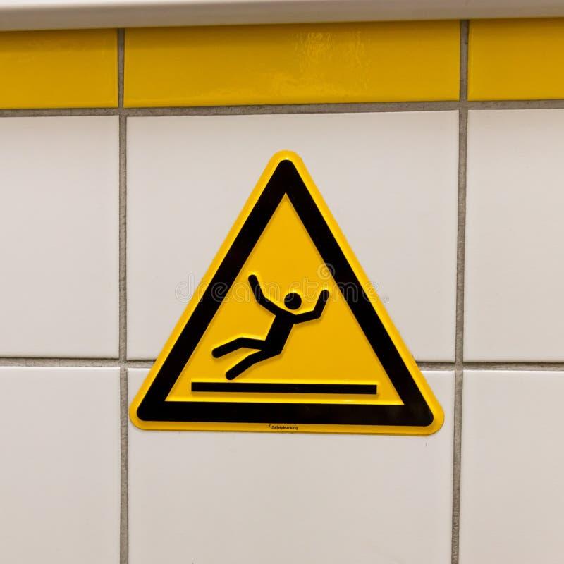 Προειδοποιητικό σημάδι για το ολισθηρό πάτωμα στοκ εικόνα