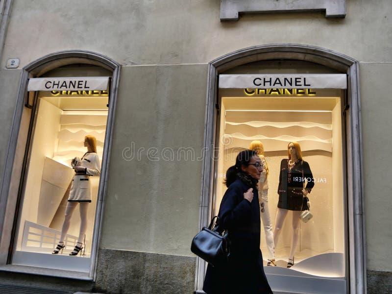 Προθήκη μόδας της Chanel από το εξωτερικό στοκ εικόνες