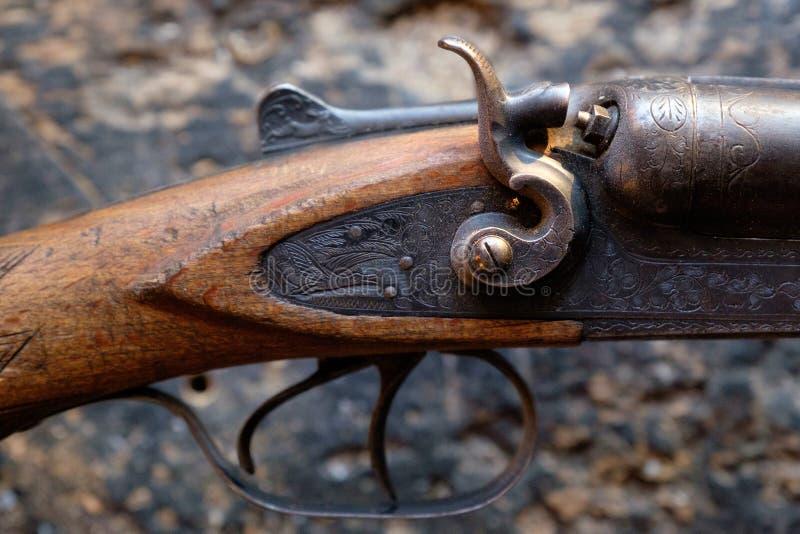 Προκαλέστε ένα παλαιό τουφέκι κυνηγιού στοκ εικόνα