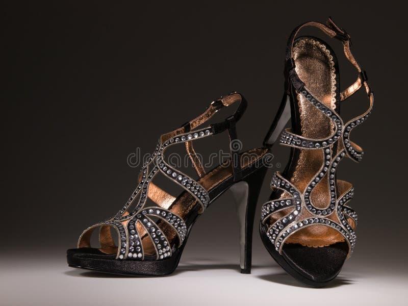 Προκλητικά blingbling coktail παπούτσια γυναικών στοκ εικόνα