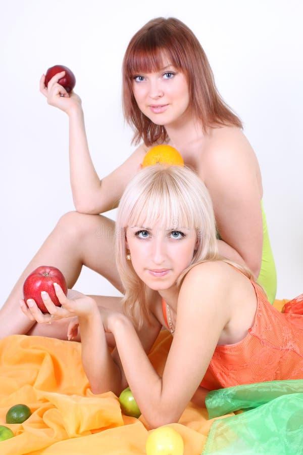 προκλητικές δύο γυναίκε&s στοκ φωτογραφία