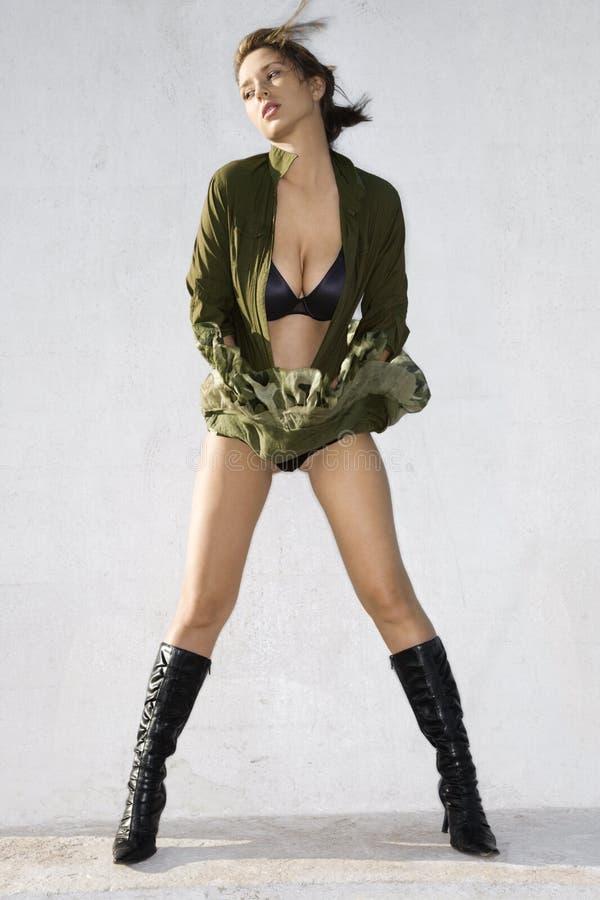 προκλητική γυναίκα μποτών στοκ εικόνα με δικαίωμα ελεύθερης χρήσης