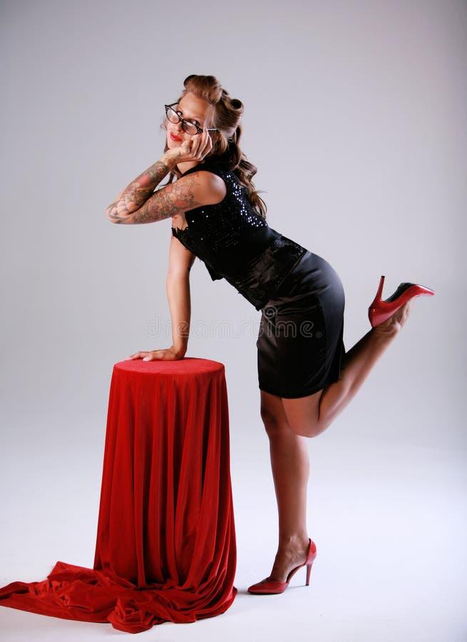 Προκλητική καρφίτσα επάνω στο κορίτσι στοκ φωτογραφία με δικαίωμα ελεύθερης χρήσης